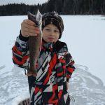 La pêche sur glace, une activité à essayer en famille!