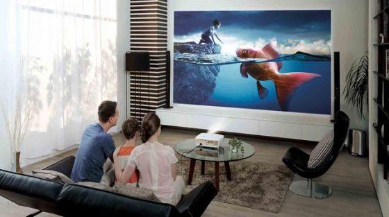 Une séance de cinéma à la maison