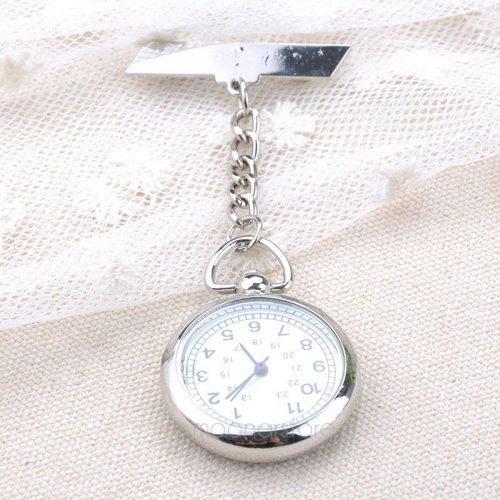 Une montre broche